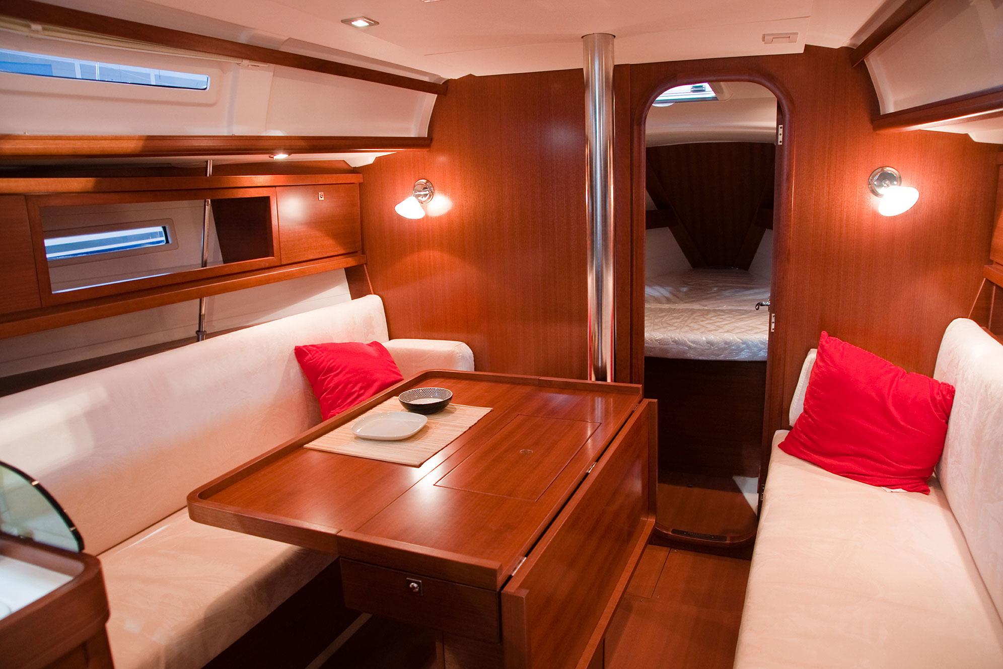 Arredamento navale cagliari divani cuscinerie e for Arredamento stock