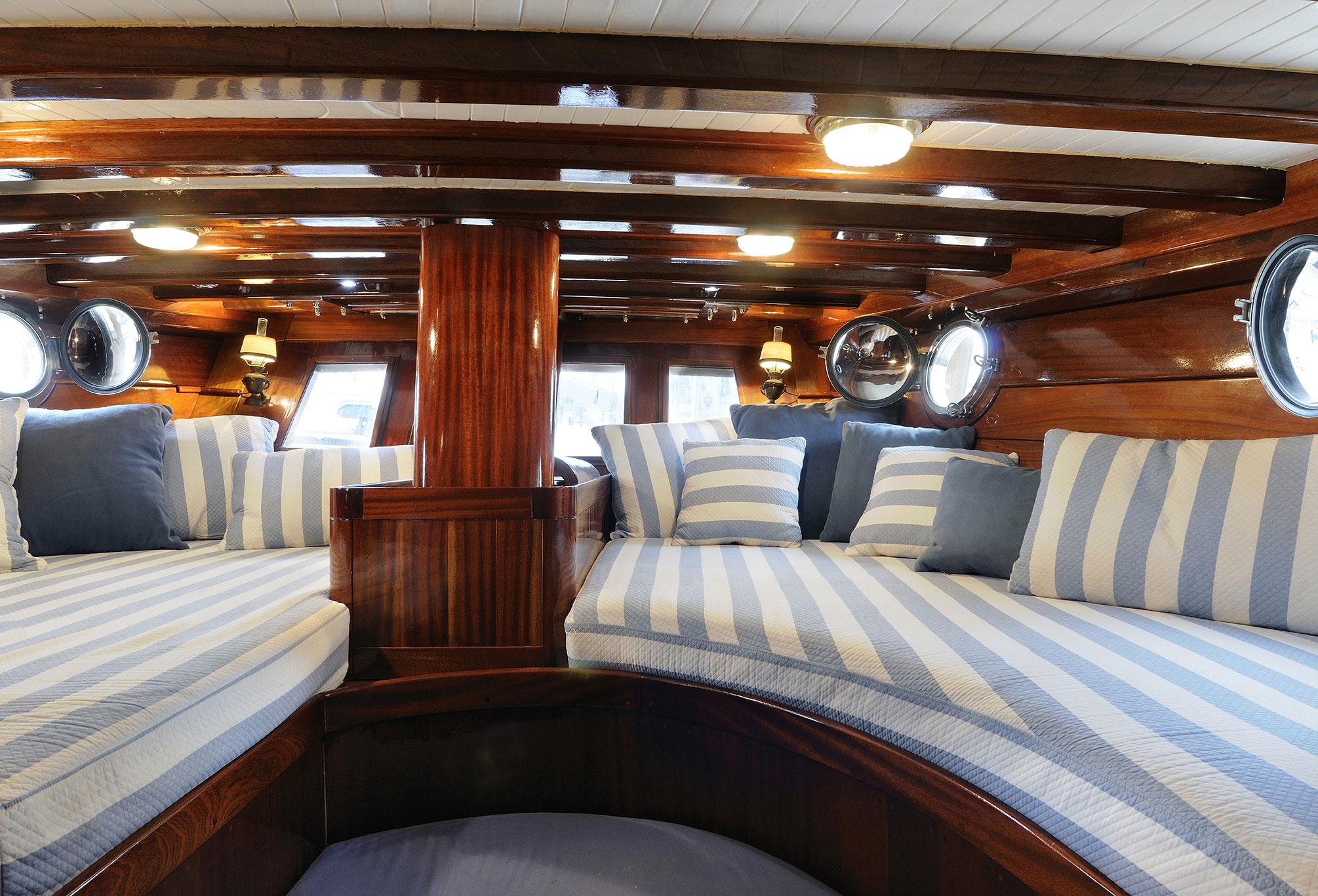 Arredamento navale cagliari divani cuscinerie e for Arredamento navale